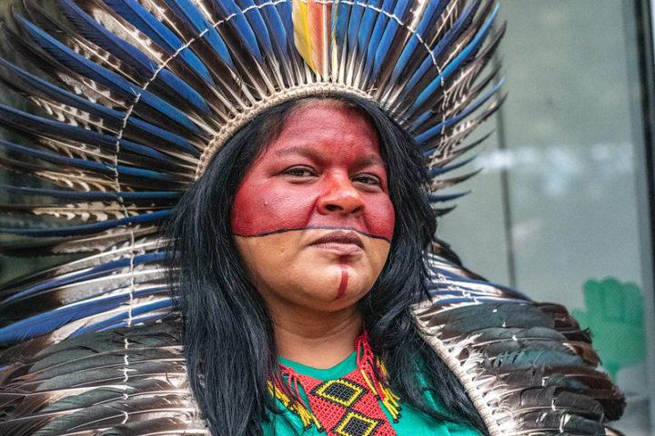 Sônia Guajajara comemora a liderança das mulheres indígenas na luta por direitos