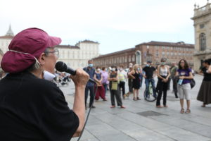 Torino: 2 giugno dei senzapatria. Presidio in piazza Castello