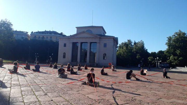 Milano Arco della Pace: Fermiamoci. Meditazione tra le crisi di Extinction Rebellion