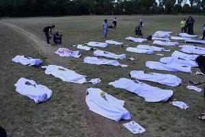 Extinction Rebellion: corpi morti per ecocidio agli Stati Generali dell'economia