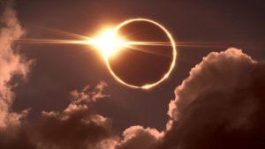 """Eclipse """"anillo de fuego"""" se verá en cielos de Nueva Delhi y Teherán"""