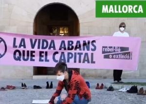 Extinction Rebellion cubre de zapatos las plazas españolas reivindicando la participación ciudadana en la recuperación verde tras la COVID-19