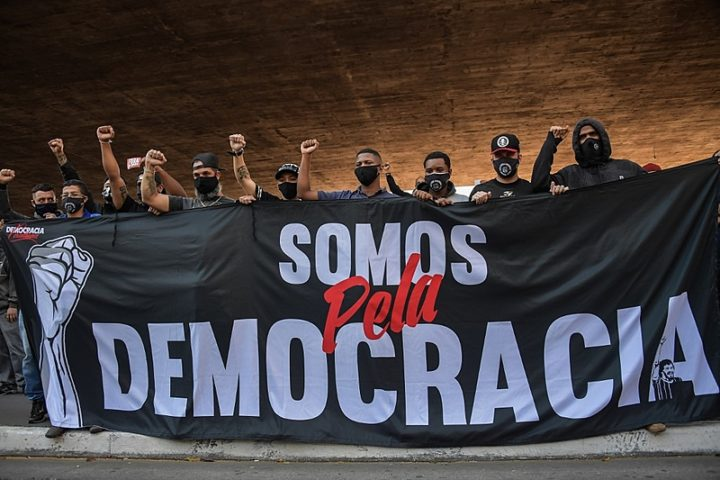 Protests against Bolsonaro end up in repression and confrontation with far-right