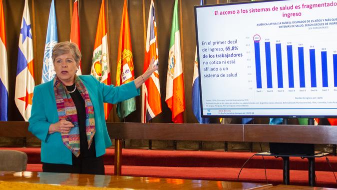 CEPAL propone avanzar hacia un ingreso básico para ayudar a la población más vulnerable a superar los efectos del coronavirus
