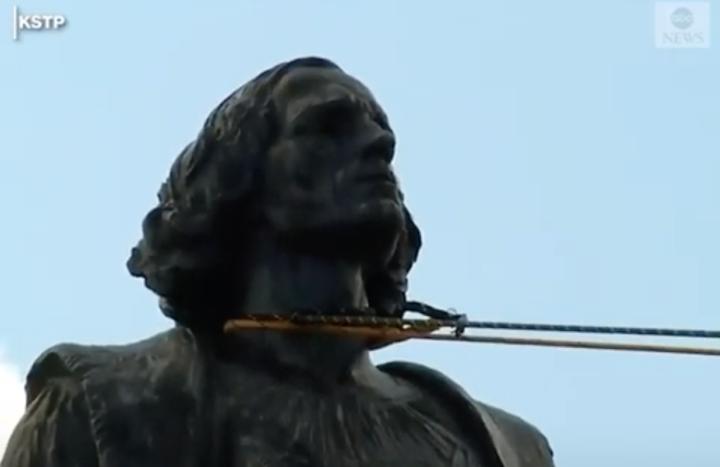 Abbattere la statua di un colonialista ha un profondo significato spirituale