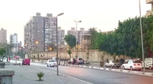 Egitto, morto di Covid il giornalista Mohamed Mounir dopo la detenzione nel carcere di Tora