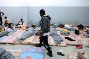 Rapporto UNHCR e MMC: gravi violazioni di diritti umani durante i viaggi verso la costa mediterranea dell'Africa