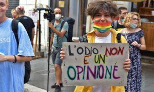 """Roma, presidio LGBT*QIAP+: """"La legge Zan è solo l'inizio, vogliamo #MOLTOPIÙDIZAN!"""