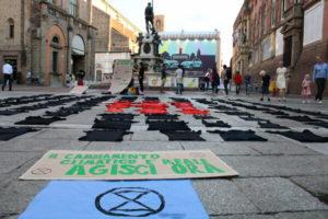 """""""Se mi rilasso collasso"""": Extinction Rebellion di nuovo in piazza a Bologna"""