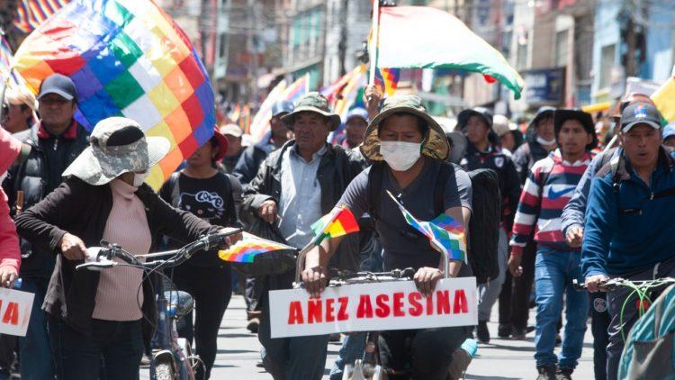 Bolivie : Tentative d'arrestation d'Evo et de mise hors la loi du MAS avant une victoire électorale imminente