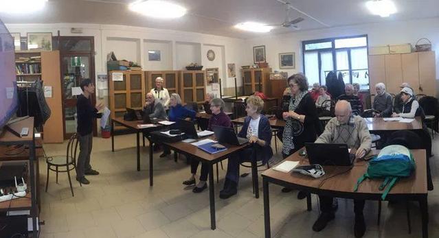 Milano, storie con la corona: gli anziani raccontano il lockdown