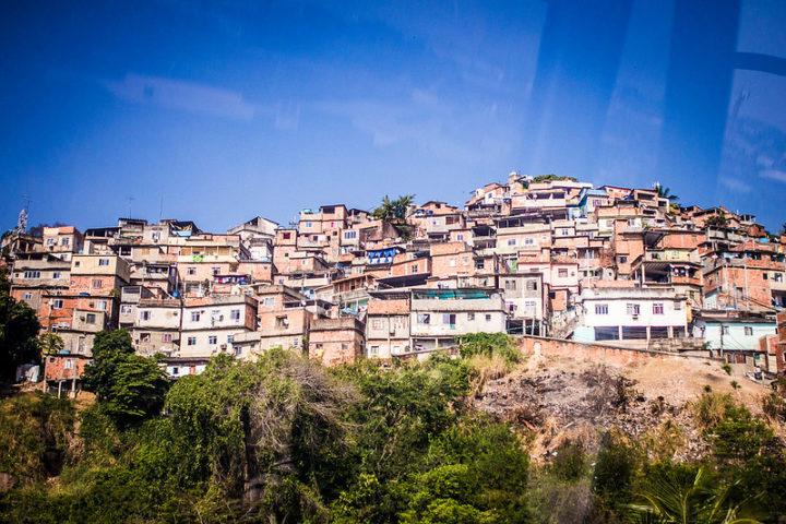 Movimentos de favelas resistem e lutam pelo direito à vida nos seus territórios