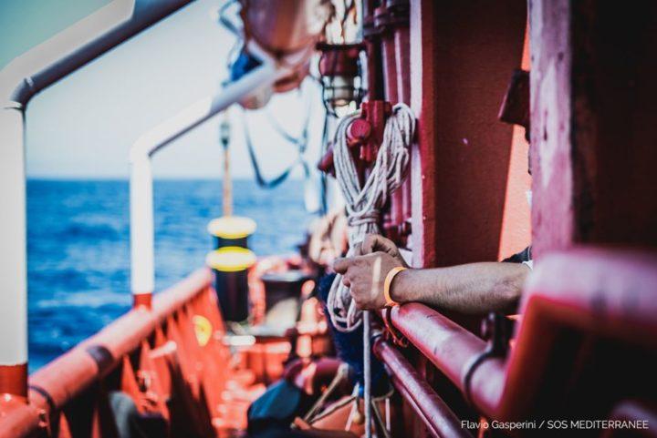 I 180 migranti salvati dalla Ocean Viking sbarcheranno a Porto Empedocle