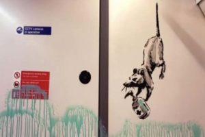 El grafitero Banksy deja su impronta en el metro de Londres