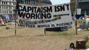 Sindacati, crescita economica e crisi climatica: ecco perché ci sarebbe bisogno di porsi ancora più interrogativi sul capitalismo