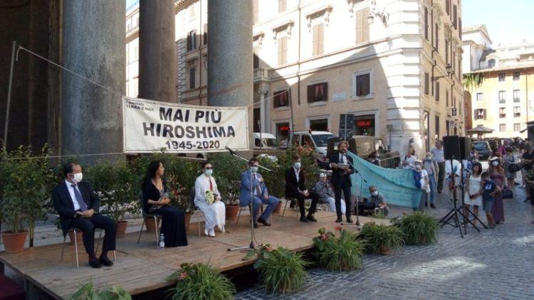Zum Gedenken an den 75. Jahrestag von Hiroshima am Pantheon von Rom