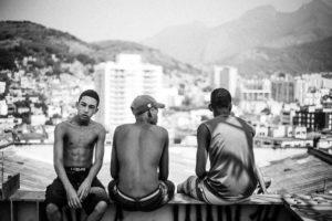 Suspensão de operações policiais no RJ durante pandemia reduz mortes em 70%