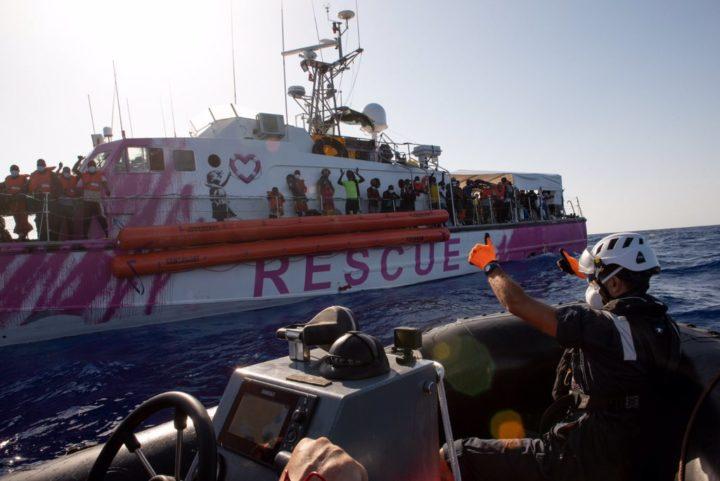 350 naufraghi ancora in attesa di un porto sicuro