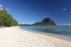 Mauritius, a mani nude contro il disastro ambientale