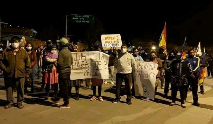 La Bolivie s'éveille avec des routes bloquées et une grève indéfinie pour défendre la démocratie
