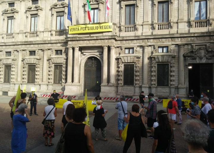 Milano, flash mob: Libertà per Patrick Zaki!