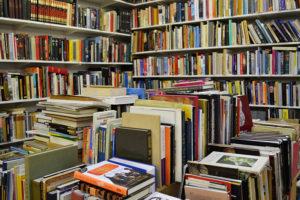 Ignorância, provocação, ataque: proposta de Guedes para taxar livros revolta setor cultural