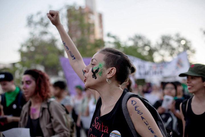 La naturalización del trabajo de las mujeres después de cuatro décadas