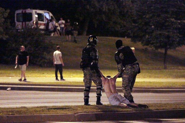 Bielorussia, Amnesty denuncia brutali violenze della polizia contro manifestanti pacifici