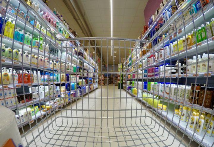 Supermercados restringen derechos de jefas de familia en México
