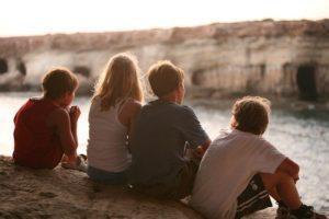 """""""Από το ίδρυμα στην κοινότητα: εναλλακτική φροντίδα ευάλωτων παιδιών και υποστήριξη οικογενειών"""""""