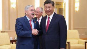 Embajador de EEUU en China renuncia en plena escalada de tensiones