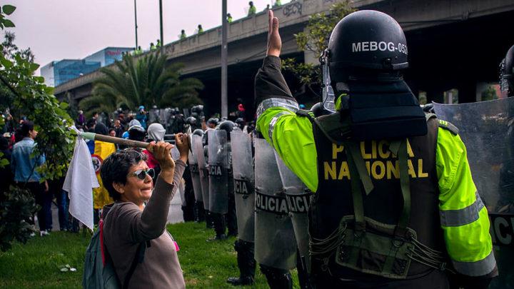 Policía en Bogotá - Derechos solo para esta nota