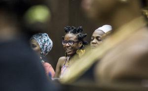 Resistência, persistência e insistência: a mulher negra e a luta pelo direito de ser, de conhecer e de dizer