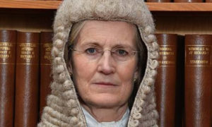 Wer steht hinter der Richterin, die das letzte Wort im Fall Assange hat?