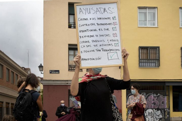 Colectivos sanitarios impugnan las medidas de Díaz Ayuso frente a la segunda ola