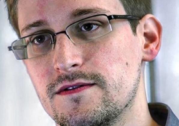 Edward Snowden non colpevole, anzi cittadino esemplare