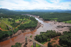 Empresa contratada para fiscalizar barragens é cliente das mineradoras que precisa fiscalizar