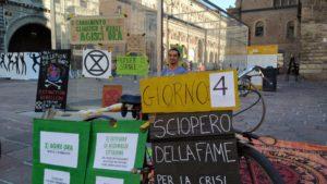 Bologna: allo sciopero della fame l'Amministrazione comunale risponde con il silenzio