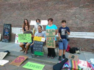 Sciopero della fame a Bologna: l'amministrazione non accetta le richieste di Daniele e XR risponde con la staffetta