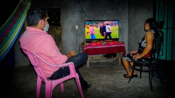 L'energia idroelettrica della comunità illumina la vita nei villaggi salvadoregni