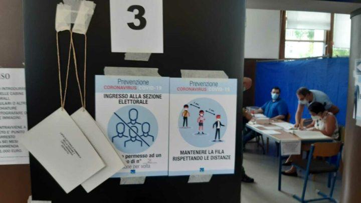 """Ιταλία: μια ψήφος για να σιγουρευτούμε, ελπίζοντας να επιστρέψουμε στην """"κανονικότητα"""""""