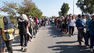"""Disastro migranti nel campo di Lesbo, Intersos: """"Sono senz'acqua"""""""