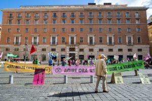 Extinction Rebellion dichiara ribellione al governo italiano: la polizia impedisce di consegnare una dichiarazione ai Parlamentari