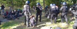 Dannenröder Wald: Friedliche Sitzblockade wird vom BFE gewaltsam aufgelöst