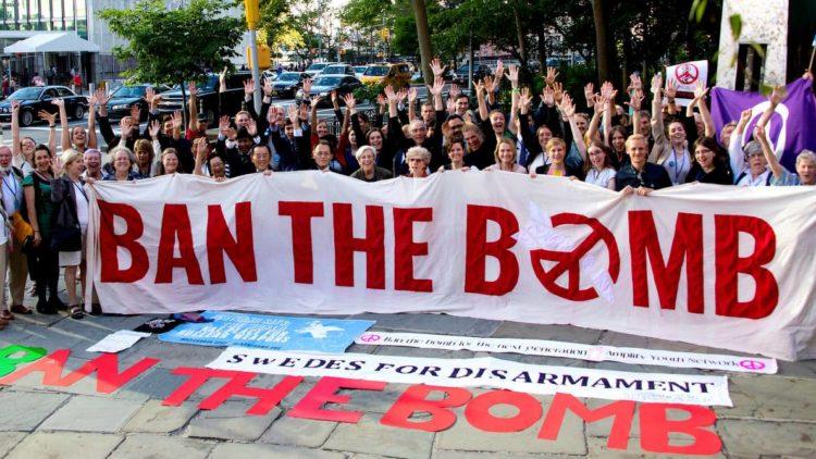 Le courage de la non violence par opposition à la folie des armes nucléaires