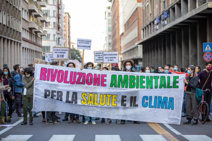 A Bologna con la manifestazione per una rivoluzione ambientale nasce un fronte ambientalista variegato e compatto.