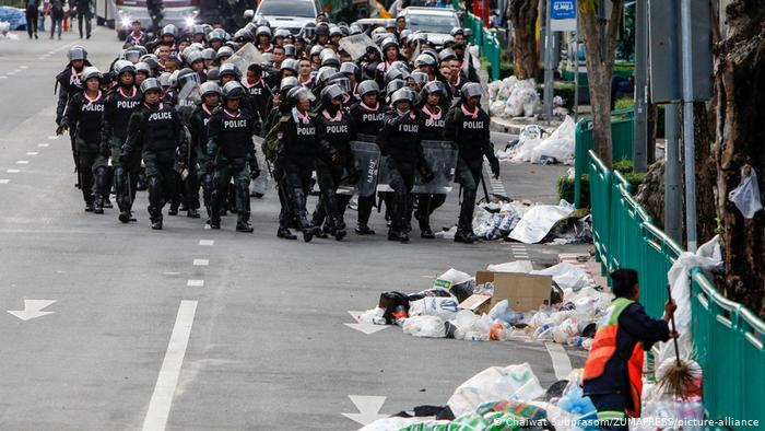 Thailand cracks down on protests with emergency powers