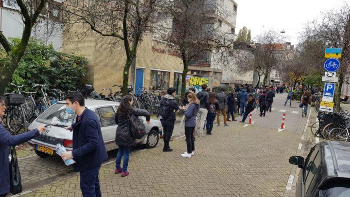 Desde Amsterdam, chilenos votando