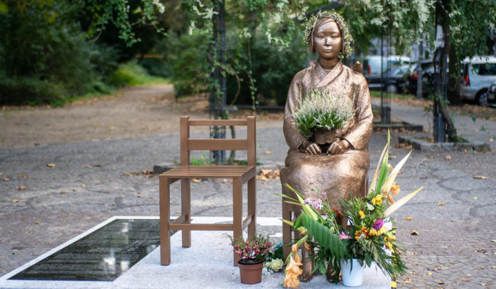 """Γυναίκες στη σκιά: ένα μνημείο για τις ασιατικές """"γυναίκες ανακούφισης"""""""