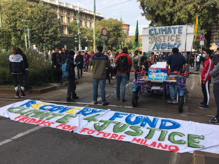 Sciopero per il clima a Milano. Un filo per unire